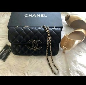 "Black CHANEL ""Dust bag"" // ""Flap bag"""